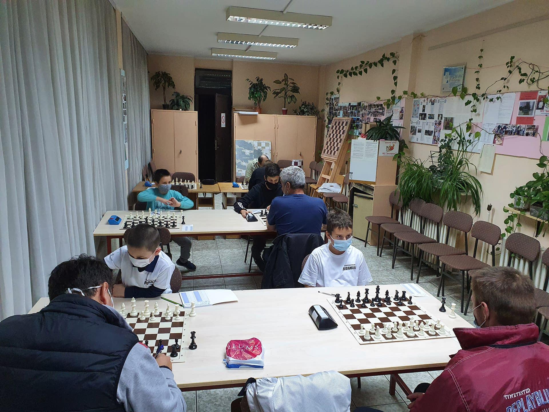 ŠK Bubamara i ŠK Hajduk iz Gardinovaca susreli se u 6. kolu novosadske šahovske lige